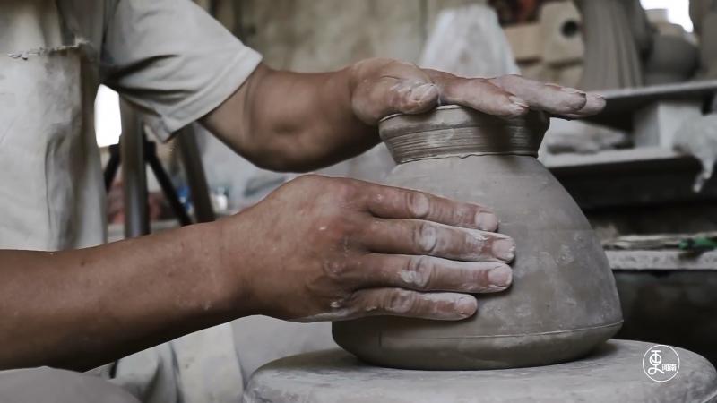 """""""黄金有价钧无价"""",钧瓷是我国宋代五大名窑瓷器之一,以独特的窑变艺术著称于世。"""