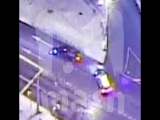 В Москве BMW 7-й серии с номерами АМР и мигалкой скрылся после аварии