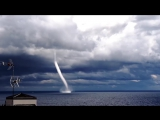 В Италии на видео попал водяной смерч