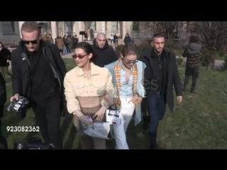 Белла и Джиджи прибывают на показ бренда «Alberta Ferretti», Милан (21.02.18)