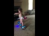 маленькая девочка на гироскутере