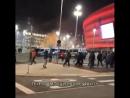 Полицейские разгоняют толпу