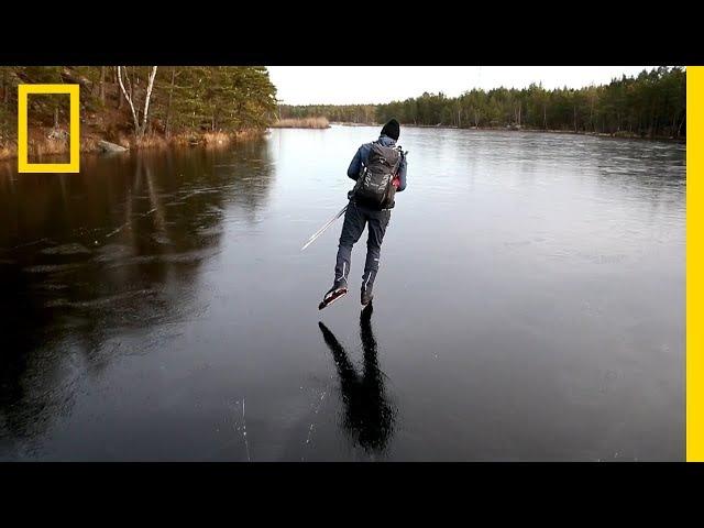 Мужик едет по льду толщиной 4,5см и под ним трескается лёд.(Самое интересное это звук)