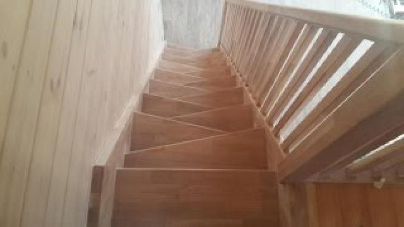 Лестница из дуба гусиный шаг
