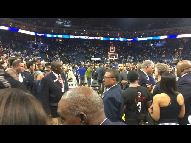 Postgame tunnel walk after Warriors Lakers incl Steph Curry Kerr signing autographs