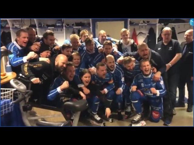 Хоккеисты шведской «Муталы» празднуют победу в переходном турнире