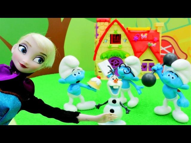 Prenses Elsa Şirinler'e yardım ediyor. Evcilik oyunu