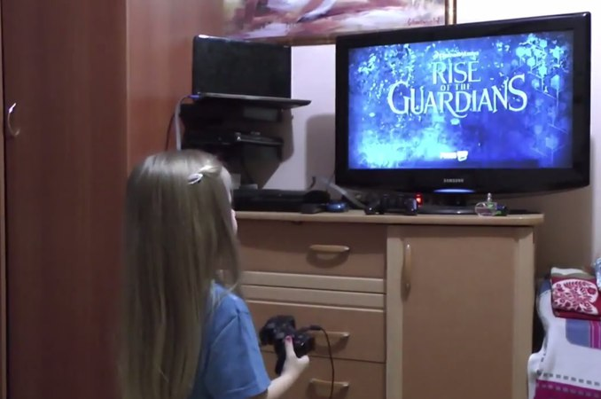 Девочка 3 года играет в Хранители снов для PS3  Rise of the Guardians The Video Game 2015