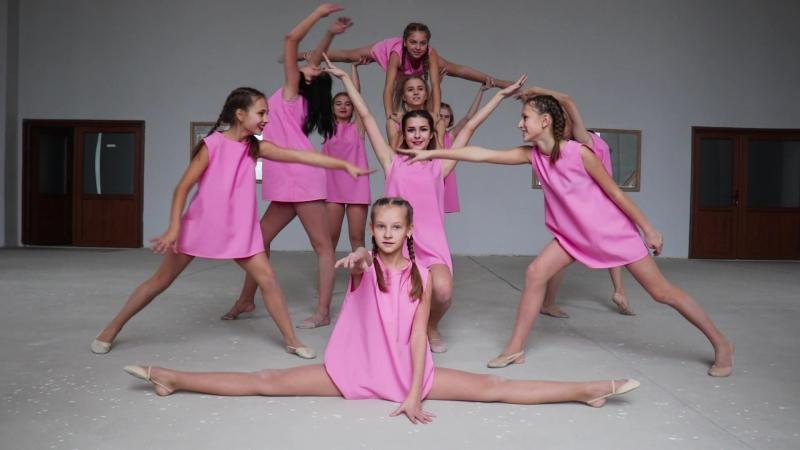 LEONIS DANCE COMPANY.