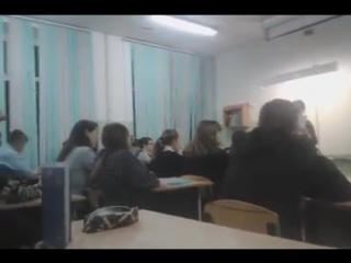 В краснодарской школе детей заставляют петь песню