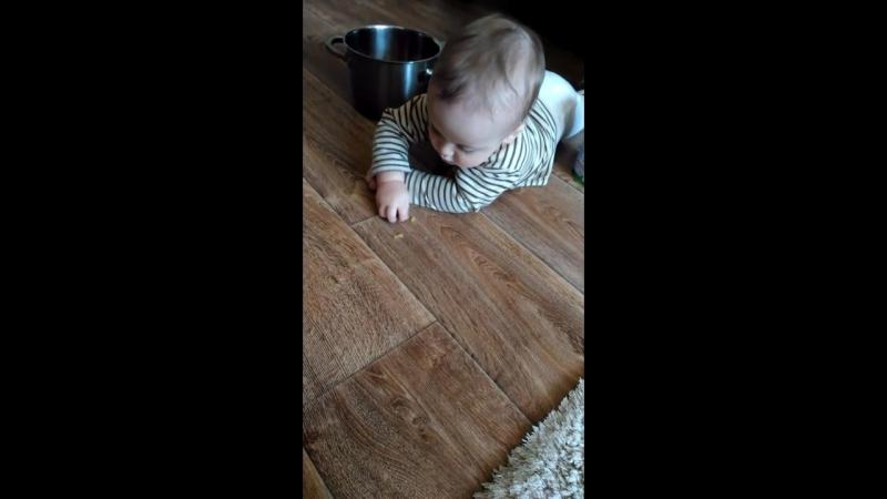 10 месяцев Стёпа и макароны