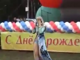 Падение со сцены певицы Натали во время исполнения песни