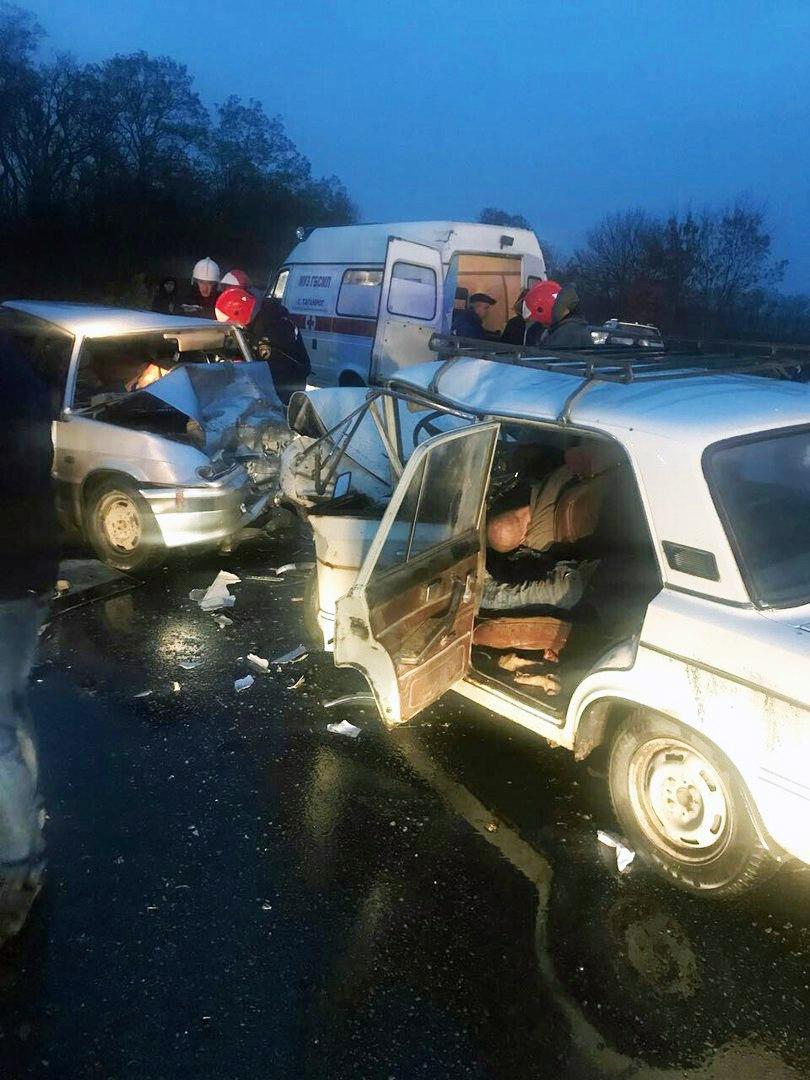 На трассе «Ростов-Таганрог» в лобовом столкновении «ВАЗ-2106» и «ВАЗ-21150» погибли два человека