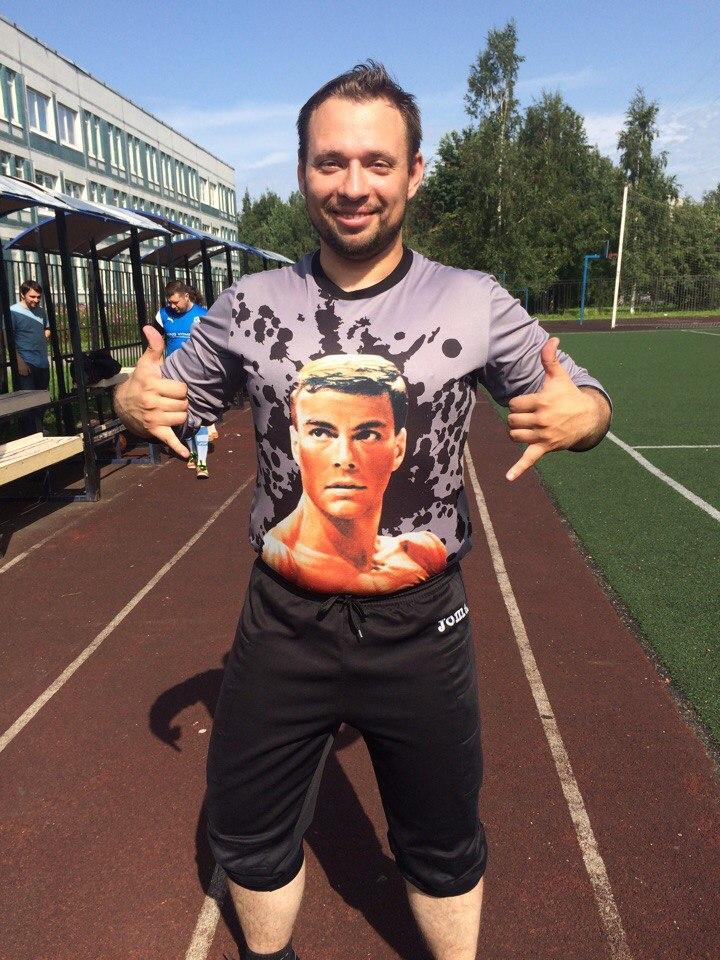 Андрей Шумов в свитере ЖКВД