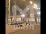 Голые жители Сахалина занялись гимнастикой на улице возле ТЦ