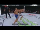 Тони Фергюсон атакует с позиции левши и пропускает тейкдауны