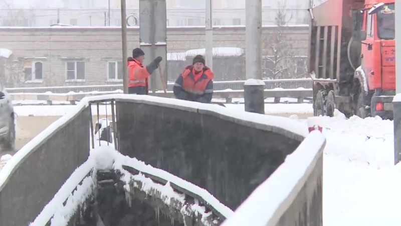 В Пензе ликвидируют последствия мощного снегопада