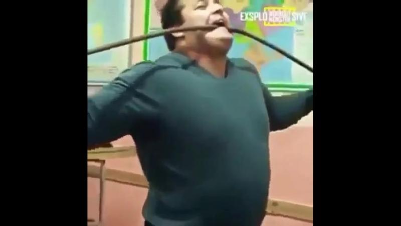 Силач на движениях