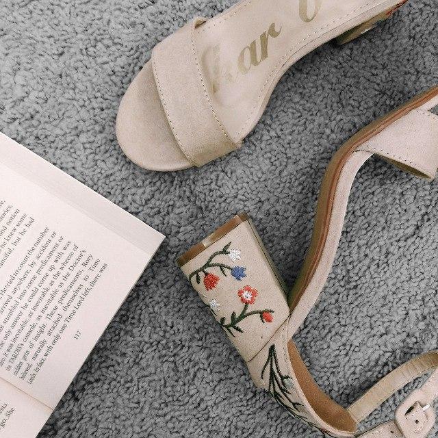 Нежные летние босоножки на каблуке