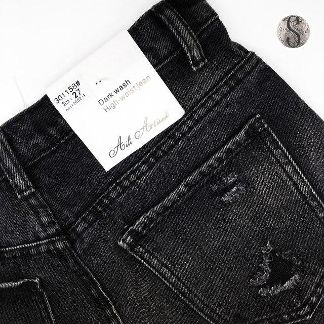 Выбеленные джинсовые шорты с потертостями которые должны быть в гардеробе каждой девушки