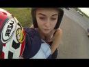 Красивую девушку прокатили на спортивном байке
