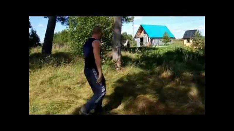 Михаил Беляев и метание топоров без оборота