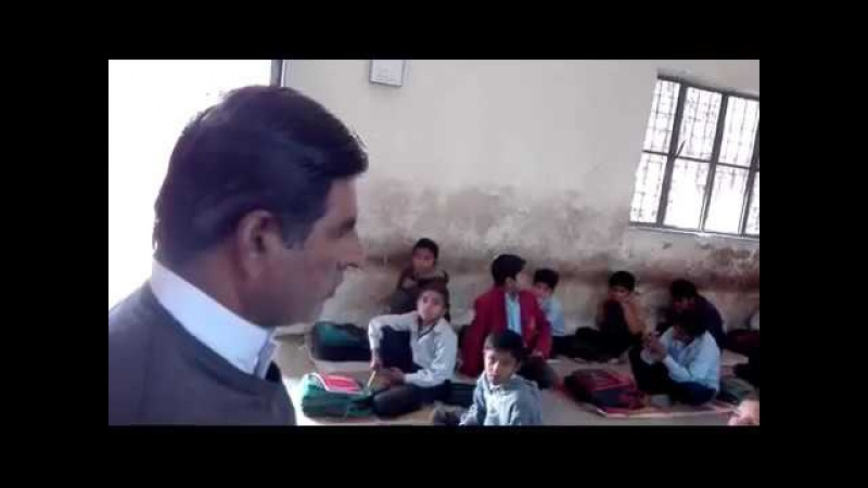 AY SABAZ GONBAD WALAY MANZOOR DOA KERNA NAAT BY A KID IN HIS PRIMARY SCHOOL