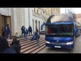 Сборная Аргентины заходит в гостиницу после тренировки