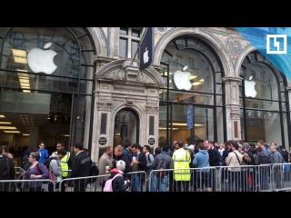Очередь за iPhone X. Сутки до начала продаж
