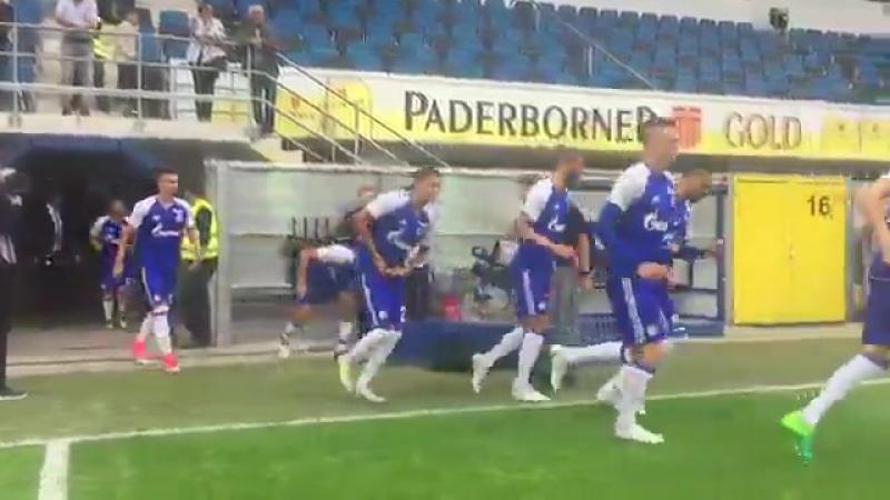 Игроки Шальке вышли на поле