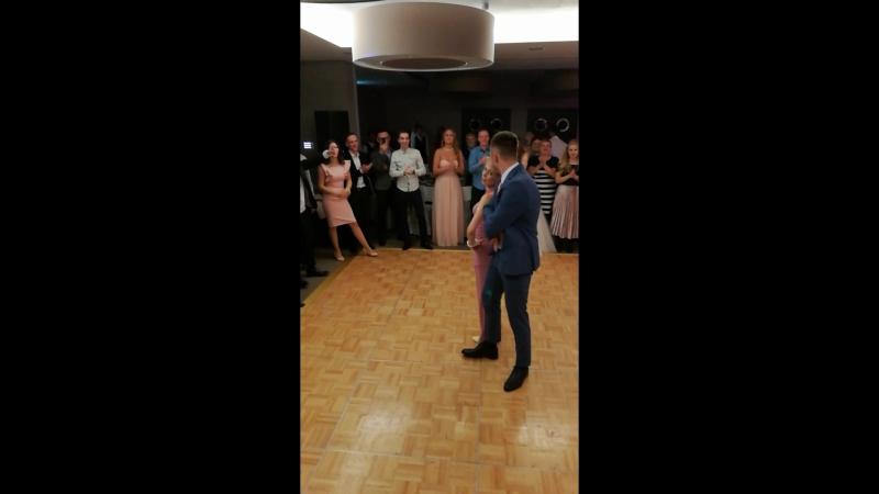 Танец жениха и мамы на свадьбе