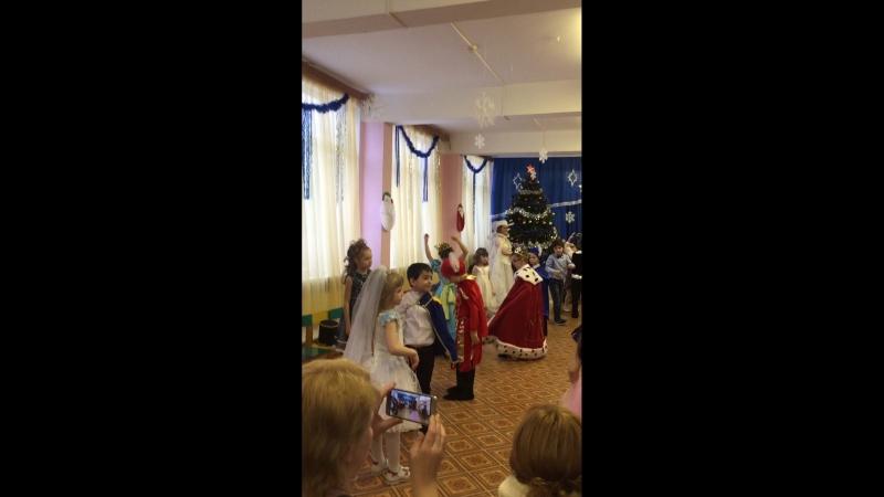 Танцы в новом году! Детский сад.