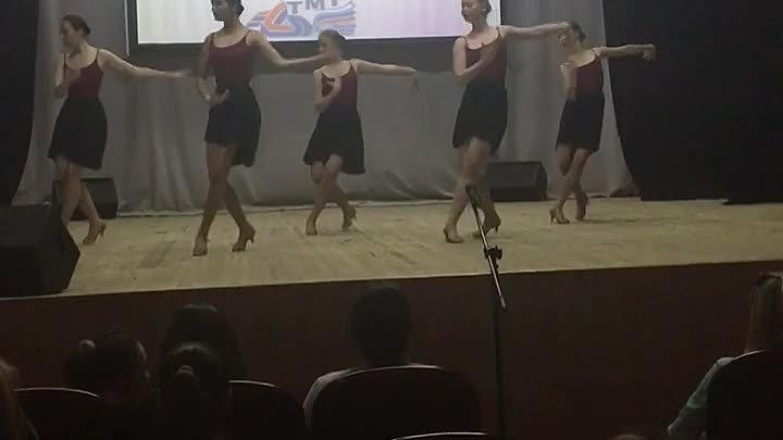 Доча Настя танцует ЧА-ЧА-ЧА 2 курс 2017 г.