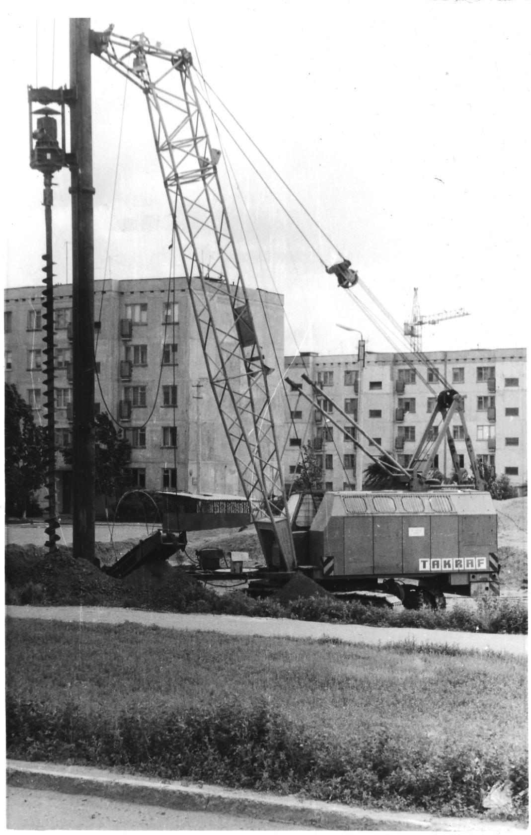 Фундамент для дома №1 в 8 микрорайоне. 1987 год