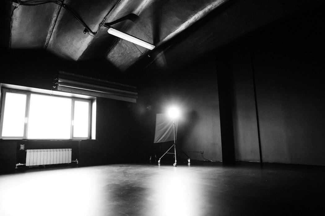 фотостудии большой зал черный пол москва пожив немного брянскойо