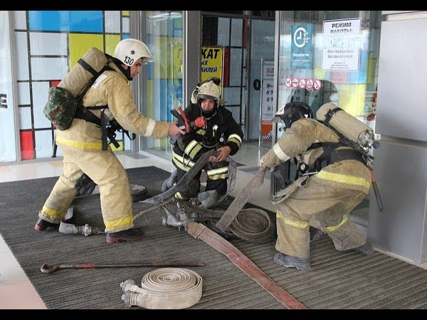 В рамках учений в Темрюкском районе система оповещения при пожаре сработала в двух торговых центрах.