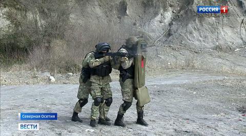 Россия 1 В Северной Осетии бойцы СОБР провели свой профессиональный праздник на тренировке