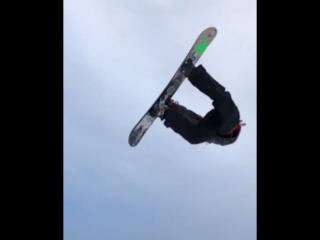 Repost from @ emilulslettenBs Air ☝️ @ oslo_parken | video: @ petterulsletten #slowmo #snowboardingisfun #snowboarding#arbor#arb