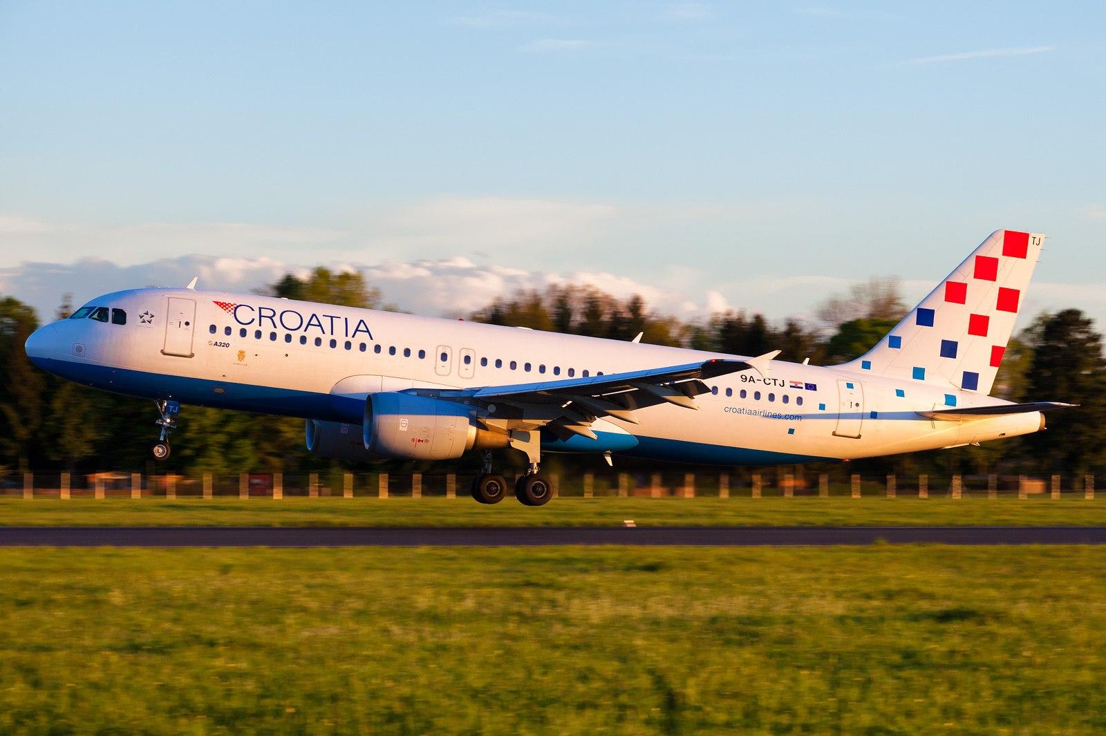 Взлет лайнера Croatia Airlines