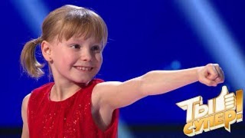 Мимиметр зашкаливает! Юная каратистка Оля подкупила жюри уверенным исполнением и улыбкой » Freewka.com - Смотреть онлайн в хорощем качестве