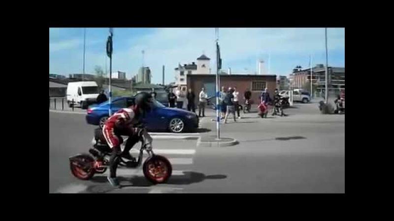 Тюнинговый скутер против BMW Драг рейсинг