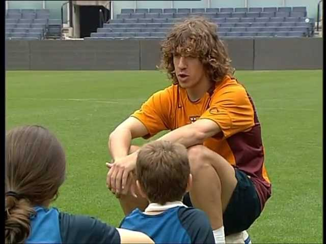FC BARCELONA - CARLES PUYOL SOCCER LESSONS (34)