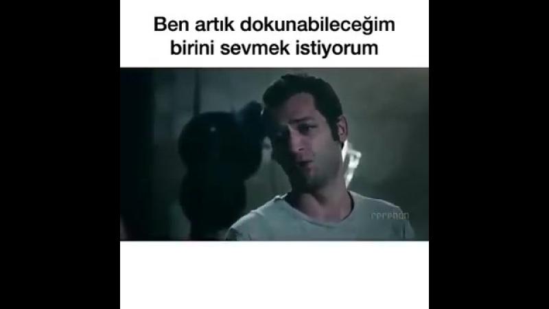 SUSKUNLAR EN ACI SAHNE ( Bİ SENİ SEVDİM ÇOK SAÇMA ) ( 270p ).mp4