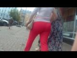 Tight big ass in red pants (Мамочка с сочной обтянутой задницой хочет чтобы на нее любовались парни)