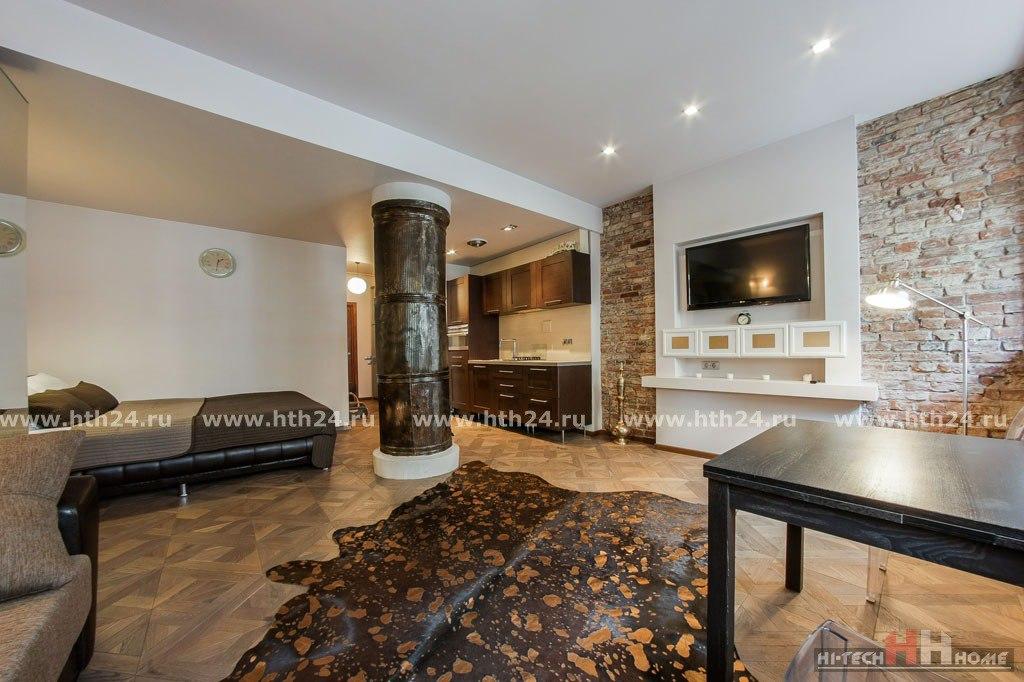 Гостевая квартира-студия 50 м в историческом жилом здании в центре Санкт-Петербурга.