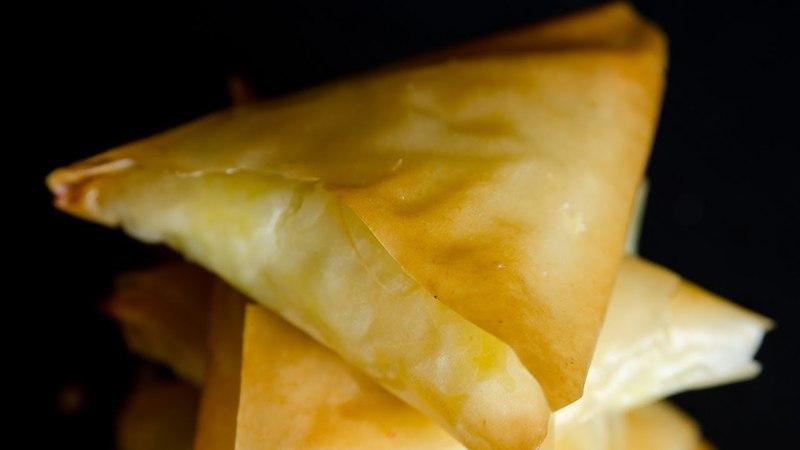 Τραγανά τυροπιτάκια με φύλλο κρούστας