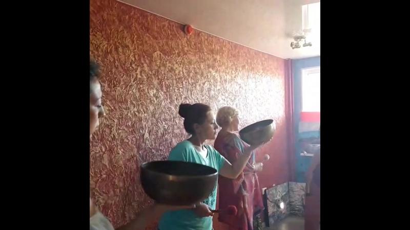 Первый день второго семинара Тибетский виброакустический массаж поющими чашами в Крыму