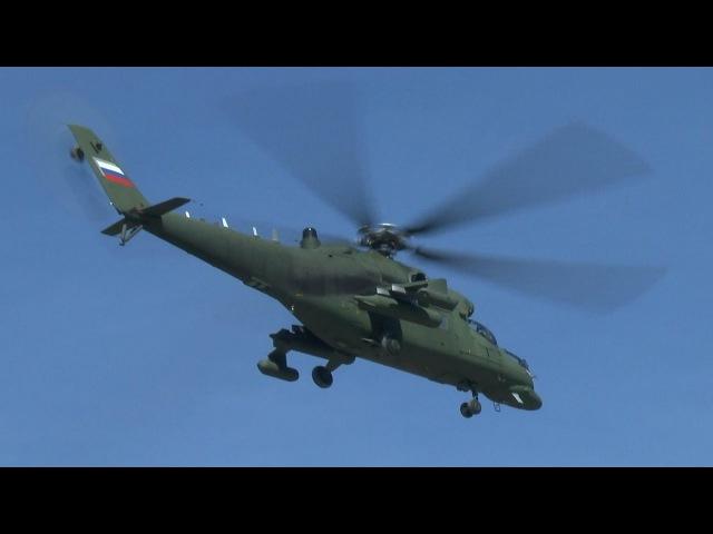 Вертолеты салоны Ми 35МС взлетают с Кремлевской площадки