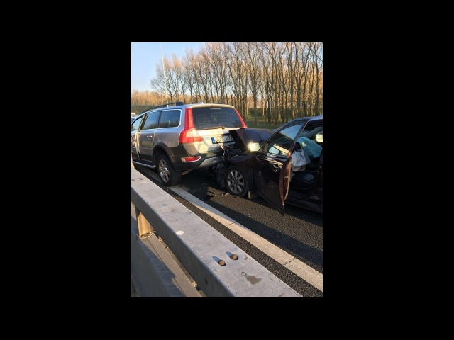 Volvo crash. Volvo XC70 vs Toyota Avensis