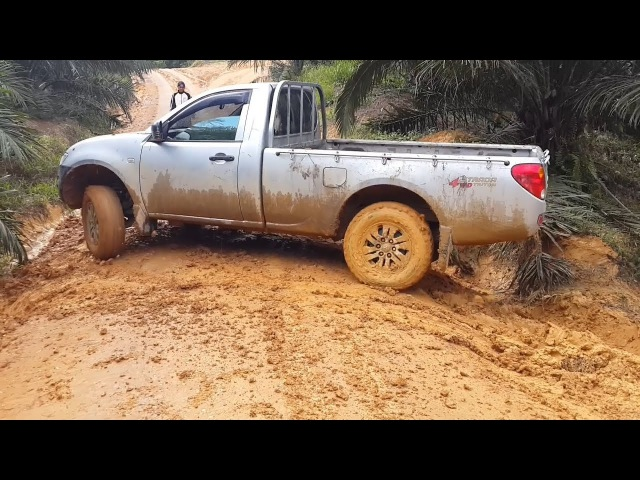 Best Extreme Truck 4x4 Off Road   Crazy Truck Driving Skills